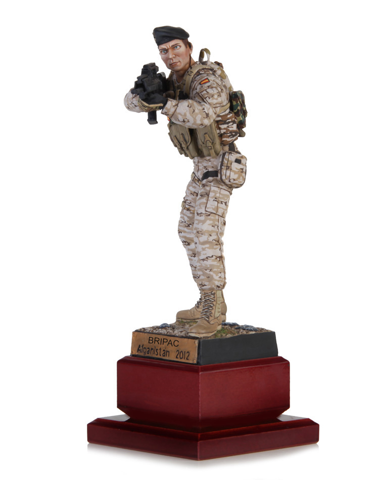 Soldado en posición de combate